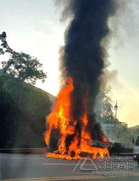 carreta-pega-fogo-na-br-040-em-santos-dumont-02