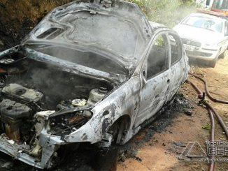 carro-incendiado-03