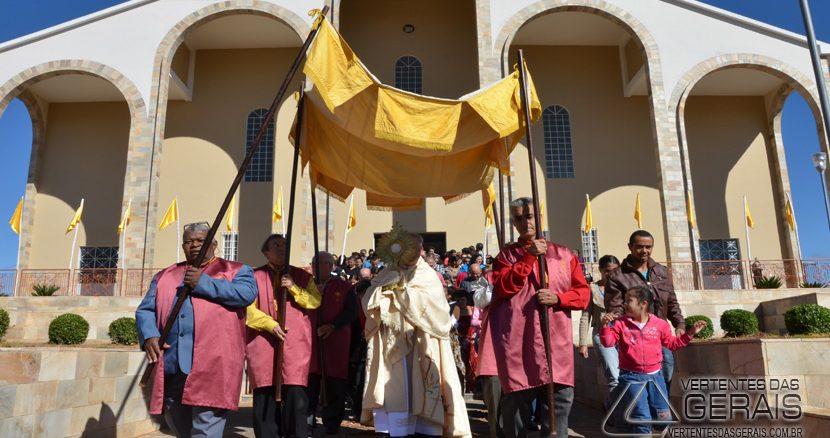celebração-de-Corpus-Christi-na-Paróquia-de-São-Sebastião-em-Barbacena-ano-2016-foto-Januário-Basílio