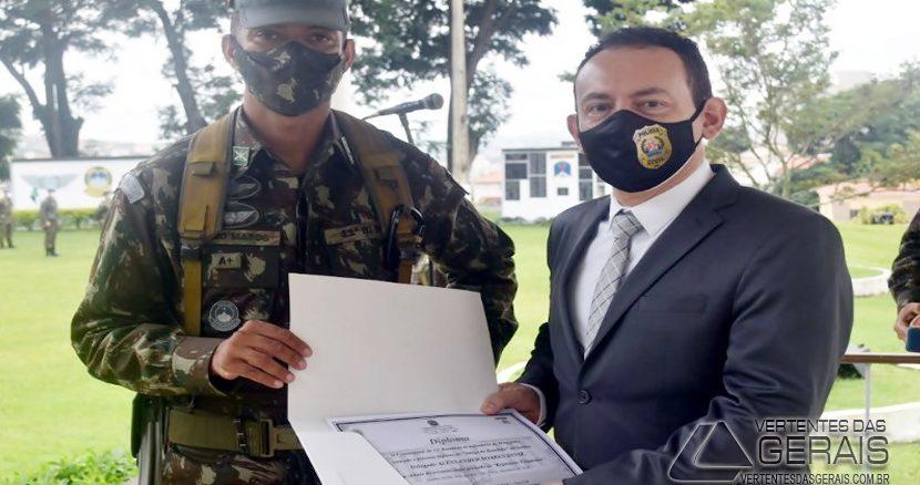 chefe-do-13º-dppc-mg-é-homenageado-em-sjdr-foto-01