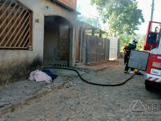 combate-a-incêndio-em-residência-de-lafaiete