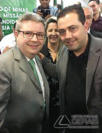 o Presidente do Núcleo de Combate ao Câncer de Barbacena, Rafael Andrade ao lado do senador Anastasia, pré-candidato ao governo de Minas.