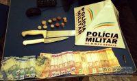 dinheiro-e-armas-apreendidas
