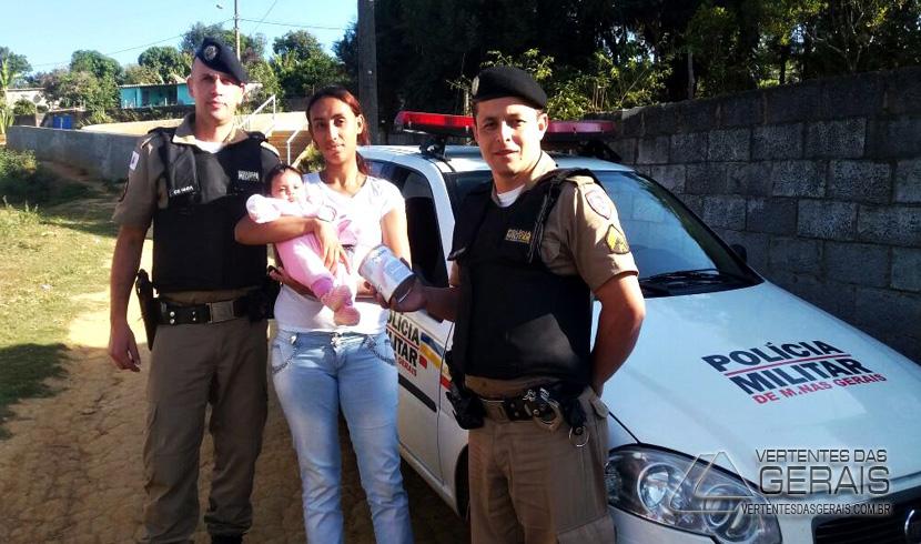Ten. PM Ronaldo e o 3º Sgto. Wellington com a Maria Vitória e sua mãe.