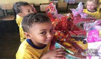 doação-de-ovos-de-páscoa-na-sociedade-são-miguel-em-barbacena-13pg