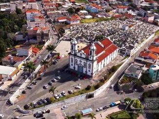 imagem-aérea-da-igreja-da-boa-morte-juntamente-com-cemitério-em-barbacena