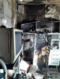 incêndio-atinge-residencia-em-lafaiete-03