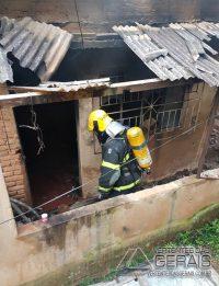 incêndio-em-residencia-no-bairro-joão-paulo-segundo-em-barbacena-01