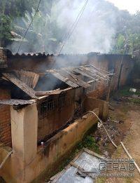 incêndio-em-residencia-no-bairro-joão-paulo-segundo-em-barbacena-02