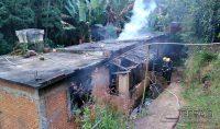 incêndio-em-residencia-no-bairro-joão-paulo-segundo-em-barbacena-03jpg