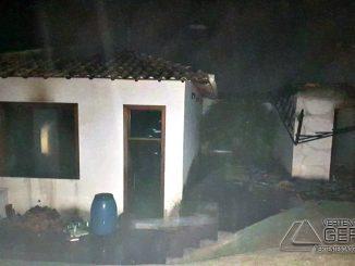 incêndio-em-residencia-no-galego-em-barbacena-01
