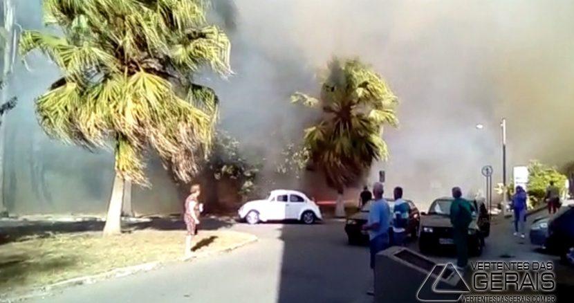 incêndio-próximo-ao-hospital-regiona-de-barbacena--01