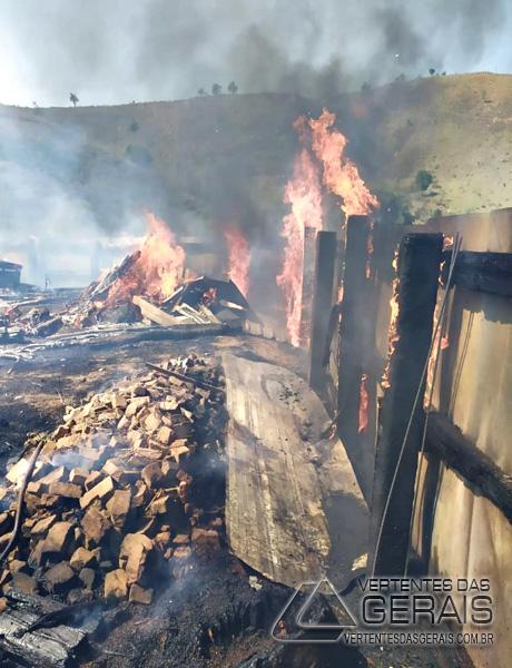 incendio-atinge-madereira-em-cristiano-otoni-05