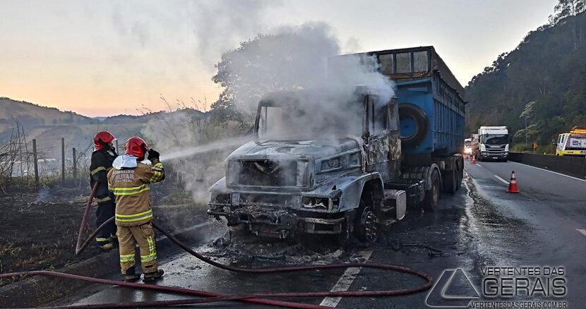 incendio-em-caminhão-na-br-040-em-barbacena-01