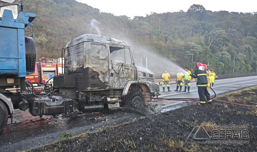 incendio-em-caminhão-na-br-040-em-barbacena-02