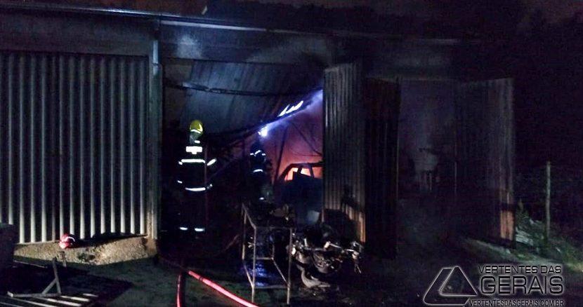 incendio-em-garagem-no-bairro-diniz-03