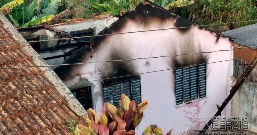 incendio-em-residencia-em-ibertioga-mg-01