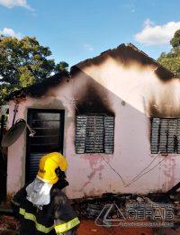 incendio-em-residencia-em-ibertioga-mg-04