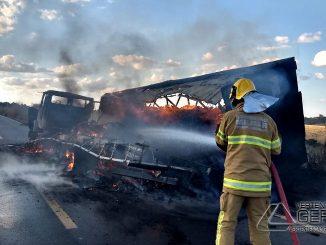 incendio-em-veículo-na-br494-04