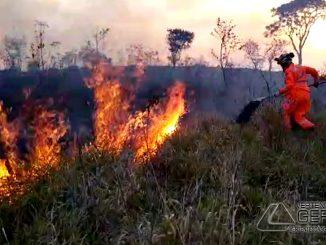 incendio-em-vegetação-na-linha-do-oeste-em-barbacena-02