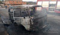 kombi-pega-fogo-no-bairro-nove-de-março-em-barbacena-02