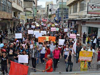 manifestação-em-barbacena-contra-cortes-de-verbas-na-educação-foto-januário-basílio-12