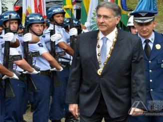 Governador Fernando Pimentel e o Comandante da EPCAr-Coronel Aviador José Aguinaldo de Moura.
