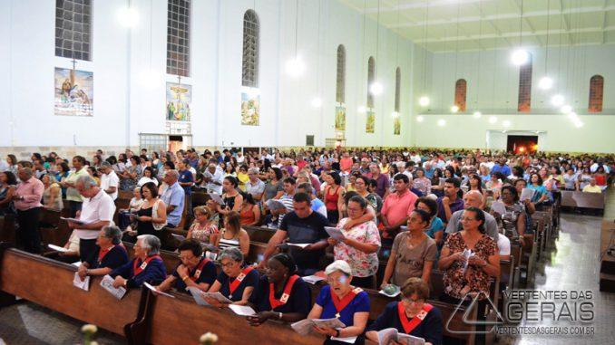 missa-celebrada-na-igreja-matriz-de-são-sebastião-em-barbacena-foto-januário-basílio-05jpg