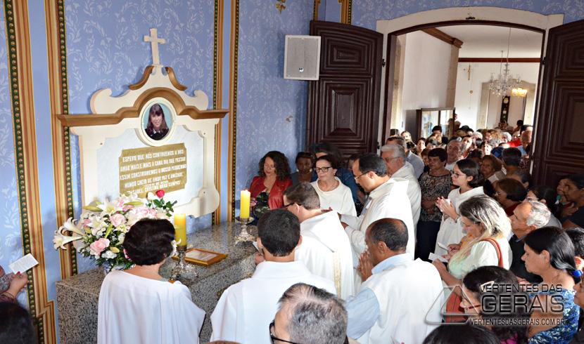 O dia foi de orações e visita ao local onde  está sepultado os restos mortais de Isabel Cristina.
