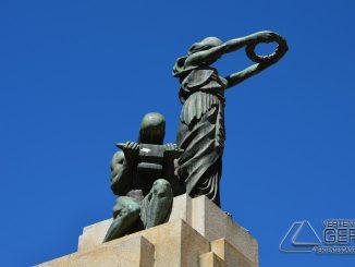 Monumento localizado na Praça dos Andradas em Barbacena.