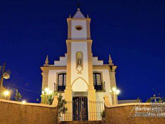 Visão noturna da Igreja de Nossa Senhora do Rosário em Barbacena.(fotografia por Januário Basílio)