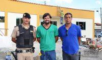 Tenente loshi (á esquerda), um representante da Vidraçaria São Geraldo, e o Gerente regional de Saúde da 13ª RPM,- Cel. Newton.