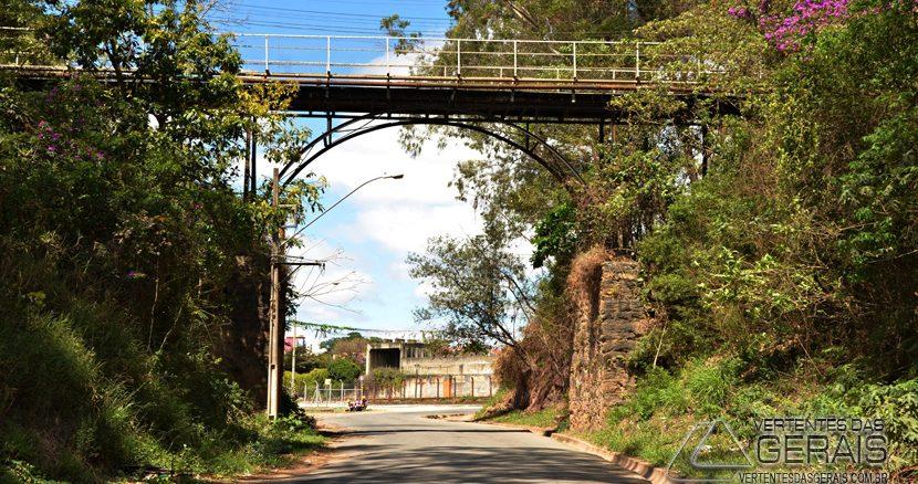 ponte-sobre-a-rua-elieser-henriques-em-barbacena-vertentes-das-gerais