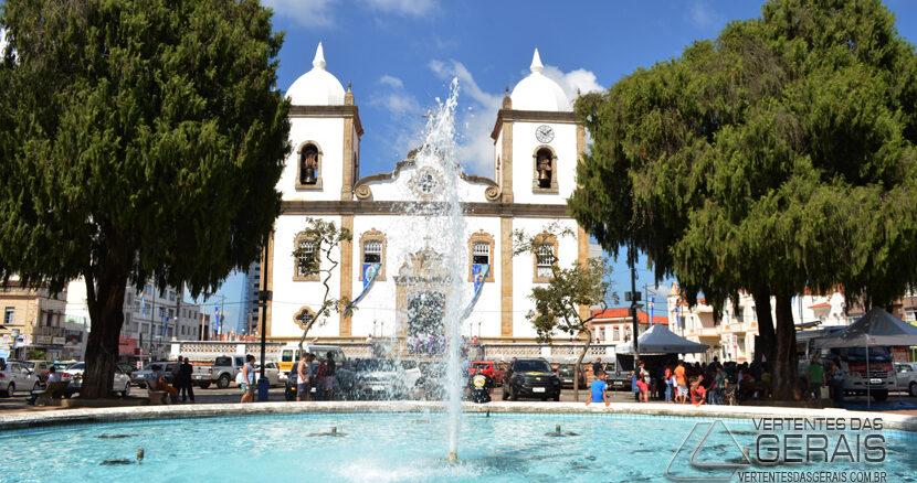 praça-dos-andradas-com-santuario-da-piedade--em-barbacena-foto-januario-basílio
