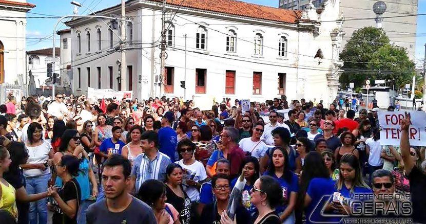 Manifestação  contra a PEC 287 em  Barbacena.