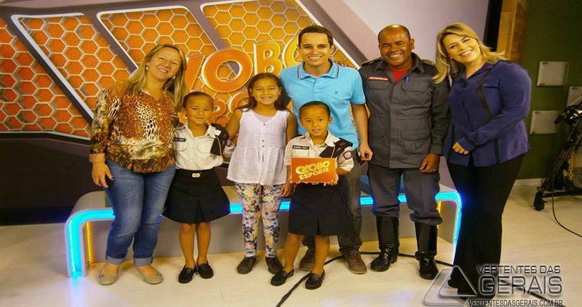 Gabriela e Rafaela com seus pais; o Ten. BM Jaime Tomáz e Elaine Bertolin Tomáz e sua irmã, com os jornalistas; Inácio Novaes e Érica Salazar, nos estúdios da TV Integração.