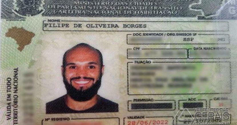 Fotógrafo insistiu para tirar a foto da CNH sorrindo. (Foto: Filipe Borges/Arquivo Pessoal)