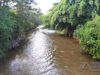 Rio das Mortes passando pelo trecho urbano de Barroso,MG.