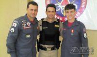 ..com o irmão Sgt. PM Wesley Silva, o companheiro de farda, Wallace Heleno.