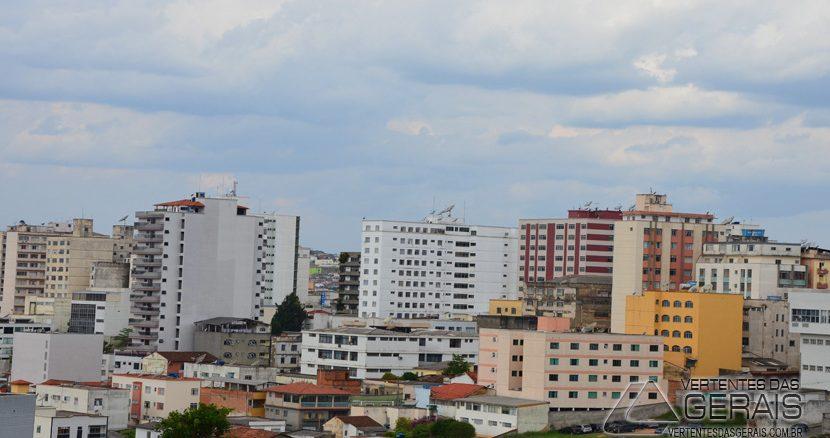Sexta feira de tempo parcialmente nublado em Barbacena.