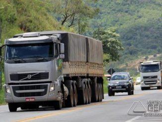transito-de-caminhões-restrivo-em-rodovias