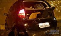 veículo-cai-em-corrego-na-região-da-rua-bahia-em-barbacena-foto-02