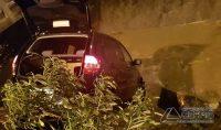 veículo-cai-em-corrego-na-região-da-rua-bahia-em-barbacena-foto-03