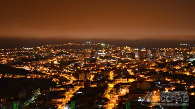 visão-noturna-de-Barbacena-foto-Januário-Basílio