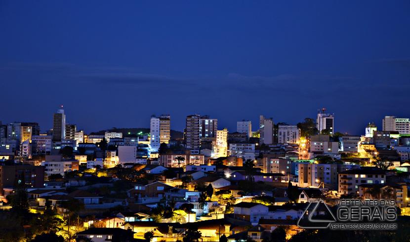 visão-noturna-de-barbacena-do-batalhão=da-pmmg-vertentes-das-gerais-januario-basilio-01